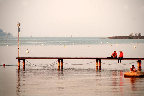 lake-garda-italy-sunset-swimming-5358